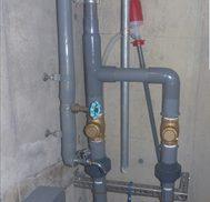 排水ポンプ仕切弁取付作業